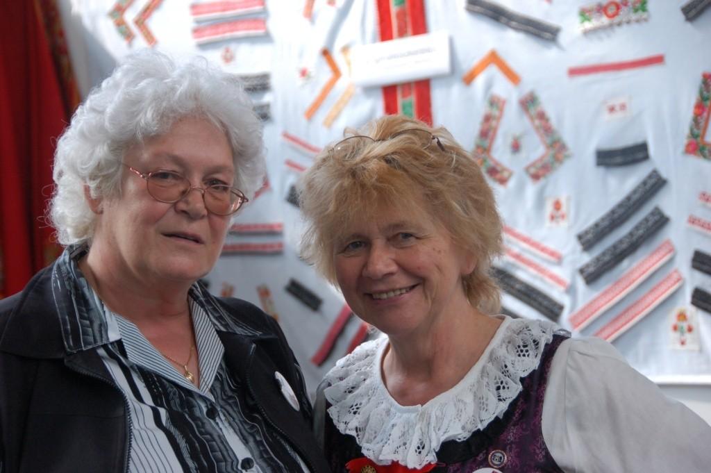 Die Präsidentin der Landesversammlung Frau Irene Kunc mit Rosina Reim, der Vorsitzenden der Wischauer Sprachinsel Gemeinde