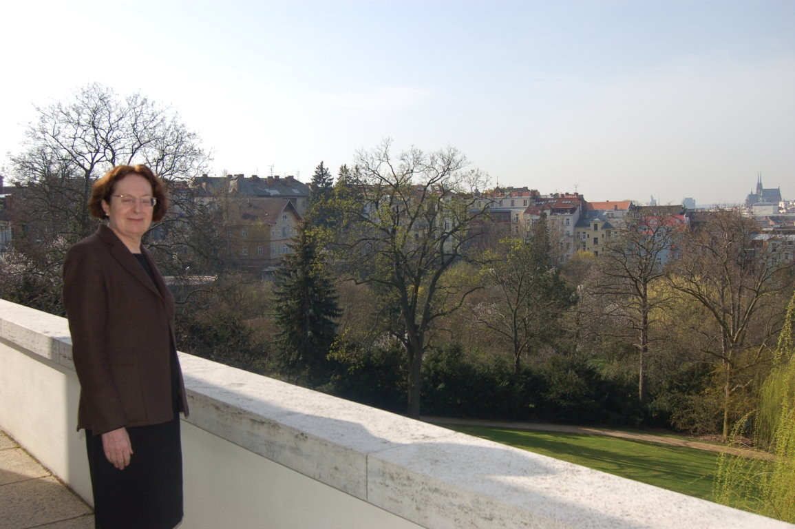 Frau Professor Dr. Magdalena Droste willkommen in der Villa Tugendhat