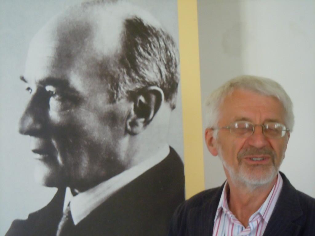 Dr. Vojen Drlík, der Direktor des Mährischen Literaturarchivs im Kloster Raigern