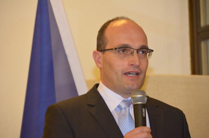 Der Botschafter der Tschechischen Republik, S.E. Jan Sechter begrüßt die Gäste