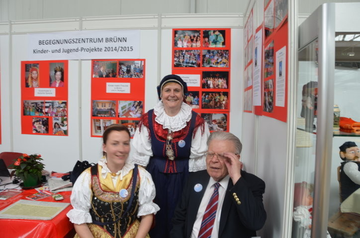 Egerländer in traditioneller Damentracht besuchen unseren STand
