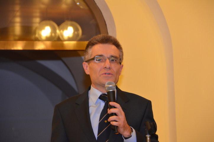 Herr Dr. Mareček erläutert das Werk von Theophil Hansen in Brünn vor einem zahlreichen Publikum