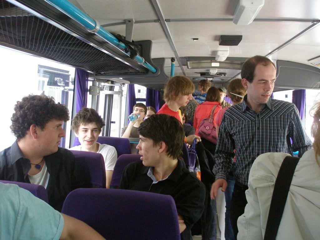 Gespannte Erwartung im Bus