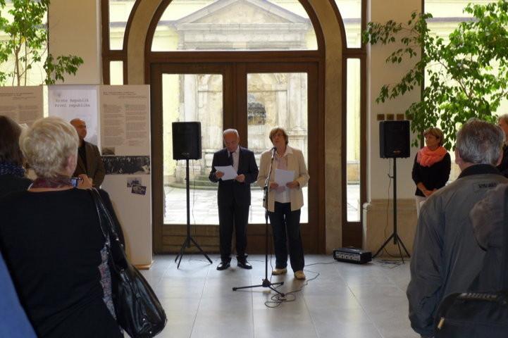 """Dr. Jozo Džambo führt in die Historie der Literatur und ihrer """"Mittler"""" ein"""