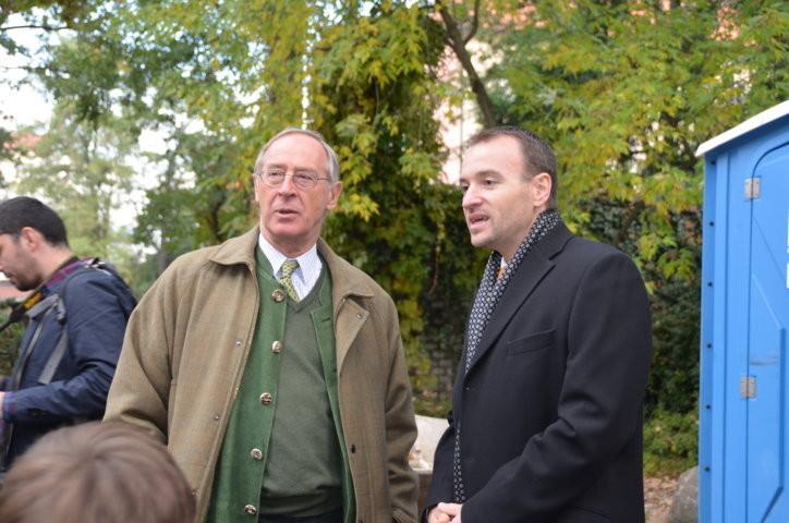 S.E. der österreichische Botschafter in Prag, Ferdinand vonTrauttmansdorff im Gespräch mit dem Präsidenten der Landesversammlung der Deutschen in Tschechien, Herrn Martin Dzingel