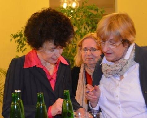 Frau Prof. Dr. Daniela Hammer-Tugendhat im Gespräch mit Frau Dr. Ludmila Tučková und Hanna Zakhari
