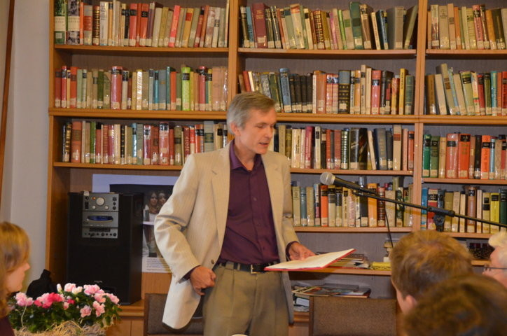 z. PhDr. Zbyněk Fišer referiert über Ludvík Kundera als Lyrik-Übersetzer