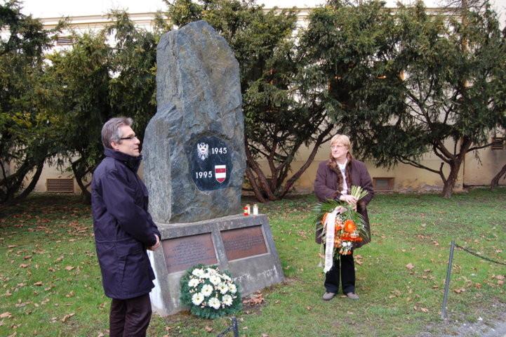 Dr. Zdeněk Mareček gedenkt der Brünner Toten des Mai 1945