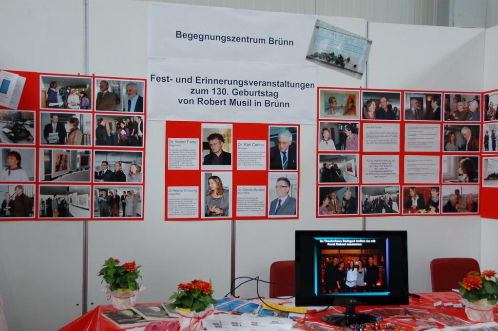 Zu den Ehrengästen der Veranstaltung gehörten auch Vertreter der Stadtverwaltung , des Landkreises Südmähren, der Akademie der Wissenschaften  und der Universität