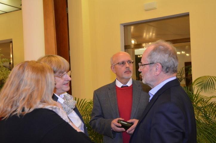 Dr. Mojmír Jeřábek, Mitte, im Gespräch mit Prof. Dr. Ivo Hammer, links Frau Dr. Ludmila Tučková und Hanna Zakhari