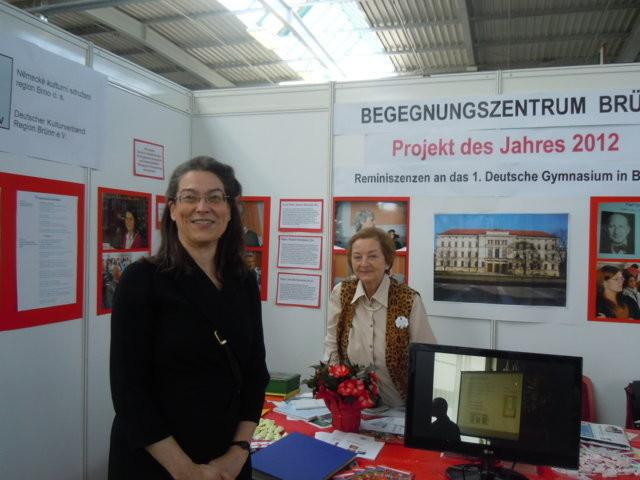 Frau Ministerialrätin Marie-Therese Müller, BMI willkommen an unserem Stand mit Frau Milena Tesařová