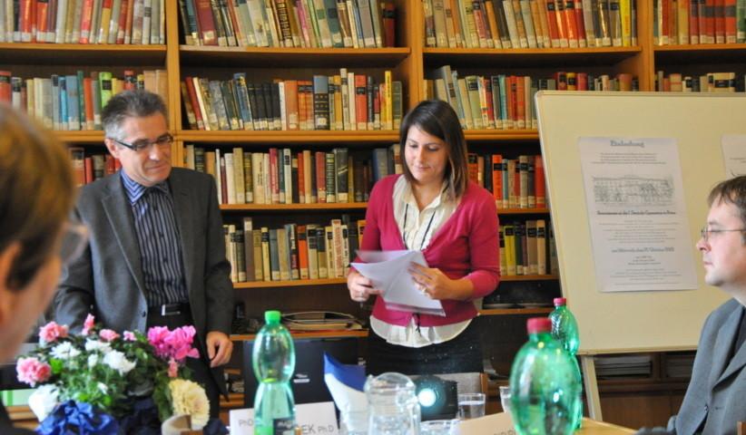 Frau Aneta Šimečková berichtet über  den Drehbuchautor Hans Müller, einen Schüler des Gymnasiums