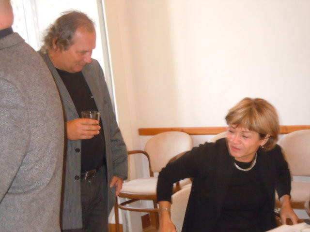 Dr. Zdeněk Drahoš, der Leiter der Abteilung fúr Literatur des Museums und Frau Mgr. Eva Pánková, Public Relations