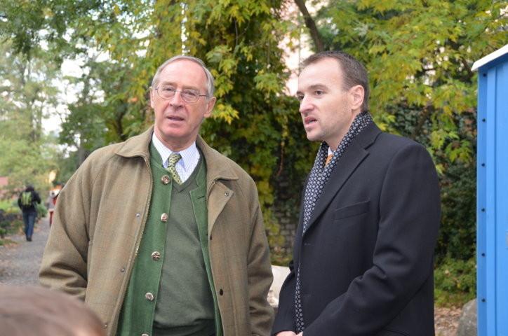 S.E. der österreichische Botschafter in Prag, Ferdinand vonTrauttmansdorff im Gespärch mit dem Präsidenten der Landesversammlung der Deutschen in Tschechien, Herrn Martin Dzingel