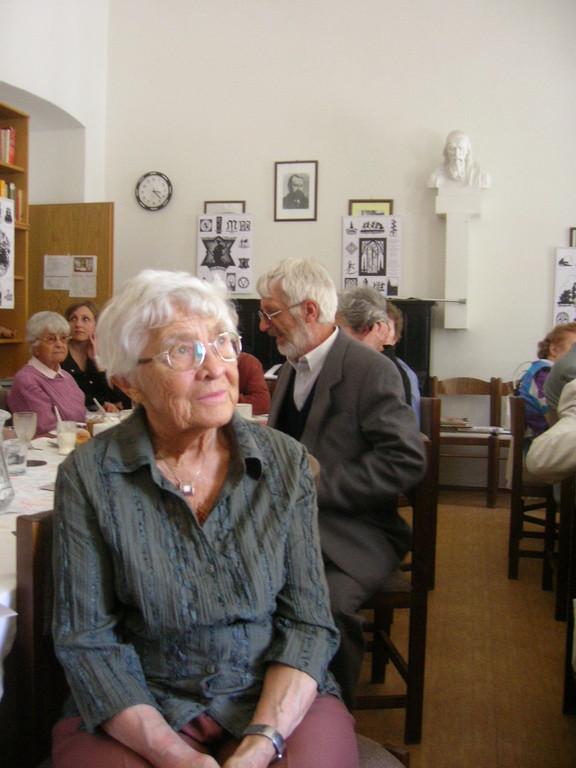 Zu den Interessierten zählte auch Dr. Vojen Drlík, der Direktor des Literaturarchivs in Raigern