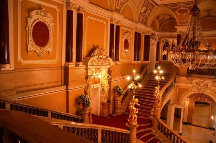 in den wunderschönen Räumlichkeiten des Fellner & Helmer Stadttheaters