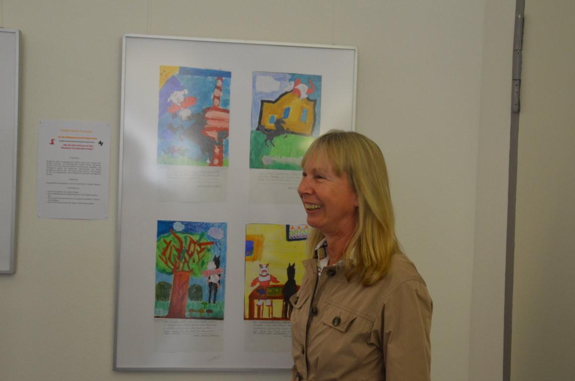 Frau  Ulrike Brittinger, die Schirmherrin des Projektes, freut sich über die vielen Ideen der Kinder