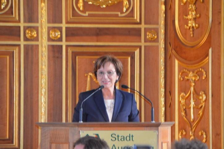 Staaatsministerin Emilia Müller