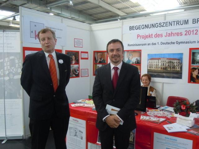 Herr Peter Barton, Leiter des SD.Dt. Büros in Prag willkommen an unserem Stand