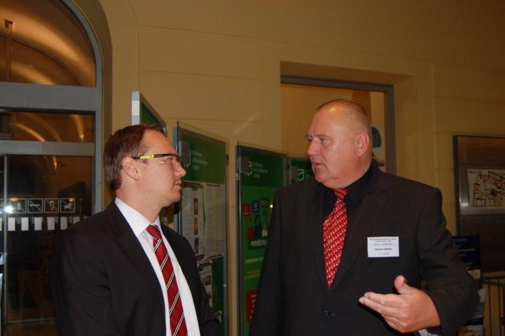 Herr Thomas Motak, Leiter des Kulturreferats der Deutschen Botschaft in Prag und Herr Herbert Medek, Amt für Stadtplanung Stuttgart