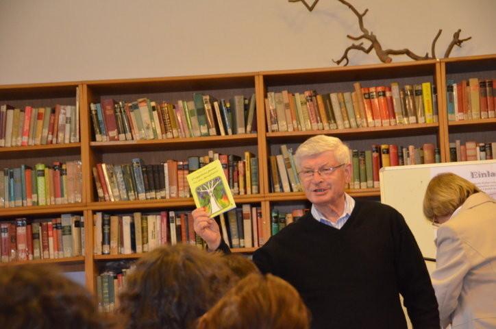 Prof. Dr. Jiří Munzar referierte über die Übertragung von Sprachspielen bei seiner Übersetzungsarbeit an Märchen von Clemens von Brentano