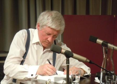 Abends liest im Stuttgarter Literaturhaus Dr. Karl Corino aus seinen Werken úber Robert Musil