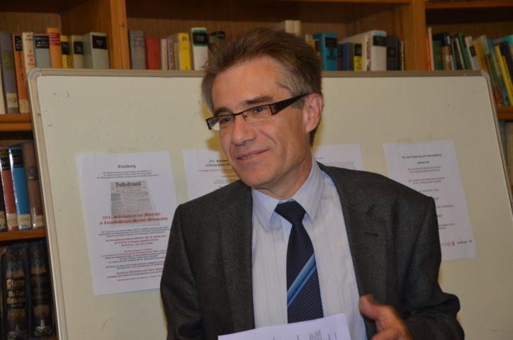 Dr. Zdeněk Mareček eröffnet den Vormittags-Workshop und moderiert