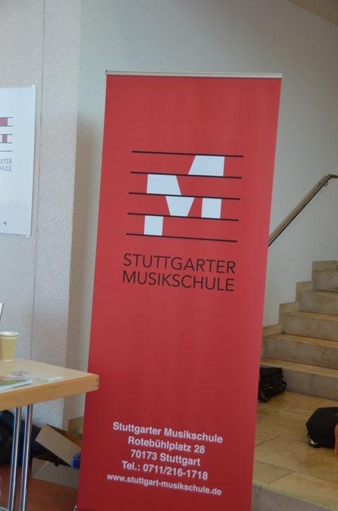 Jugendliche der Stuttgarter Musikschule sorgen für die musikalische Untermalung der Präsentationsebene im 4. OG