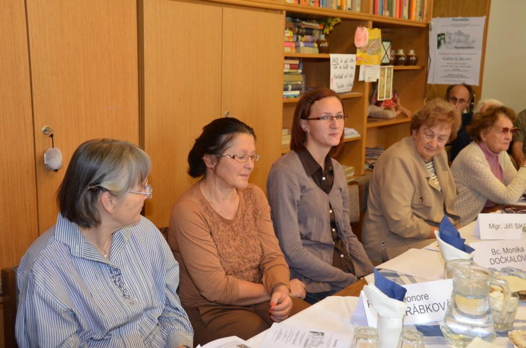 Frau Edith Breindl, Frau Dr. Eleonore Jeřábková und Frau Monika Dočkalová, eine der Referentinnen des Vormittags