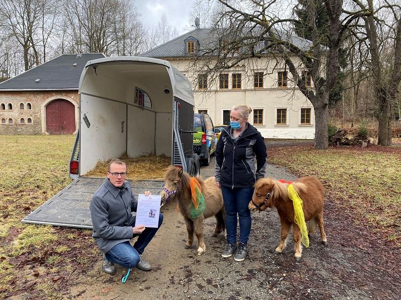 """Informationsbesuch bei Assistenzhunden und Miniaturpferden """"Lernen mit Pferden"""""""