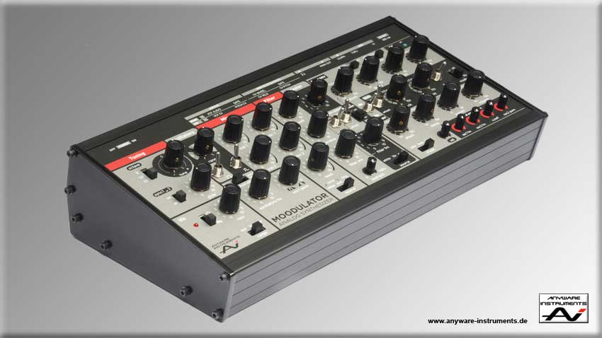 The new MOODULATOR analog Desktop Synthesizer. Side view. Click for big Picture