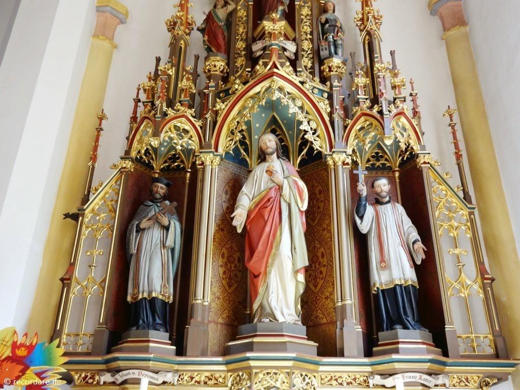 Rechter Seitenaltar mit Figuren: Johannes Nepomuk, Herz Jesu, Franz Xaver
