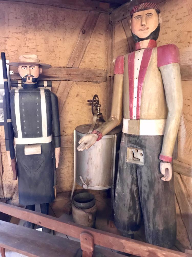 Figurenbeuten im Vogtländischen Freilandmuseum Landwüst