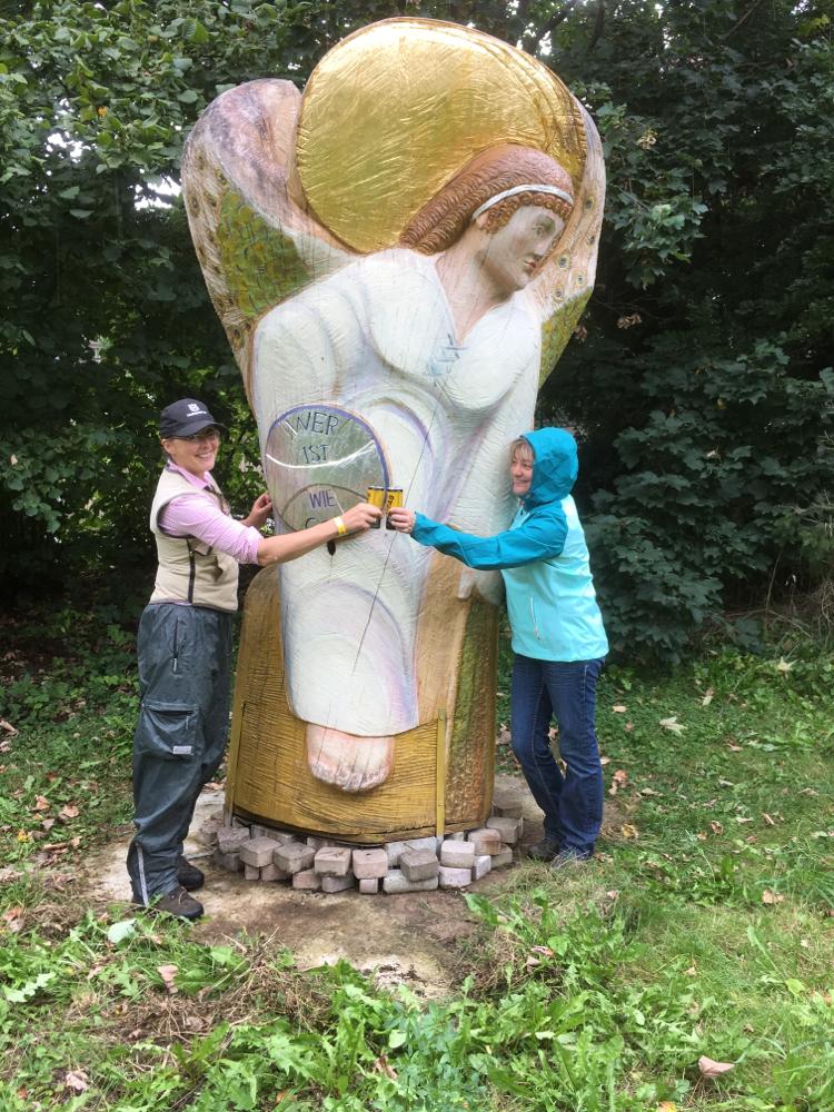 Ich und Gabriele beim Erzengel Michael für Bienen und beebad, dem ultimativen Energy Drink aus dem Bienenstock
