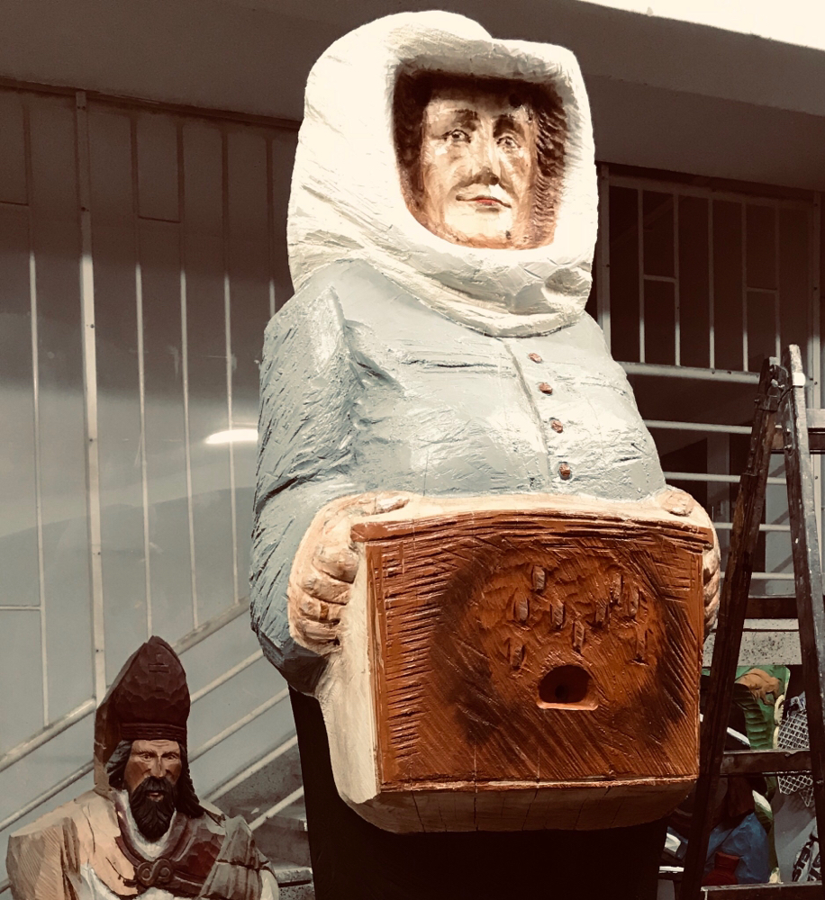 Babci Maryse, Gründerin der Imkerei, als Figurenbeute