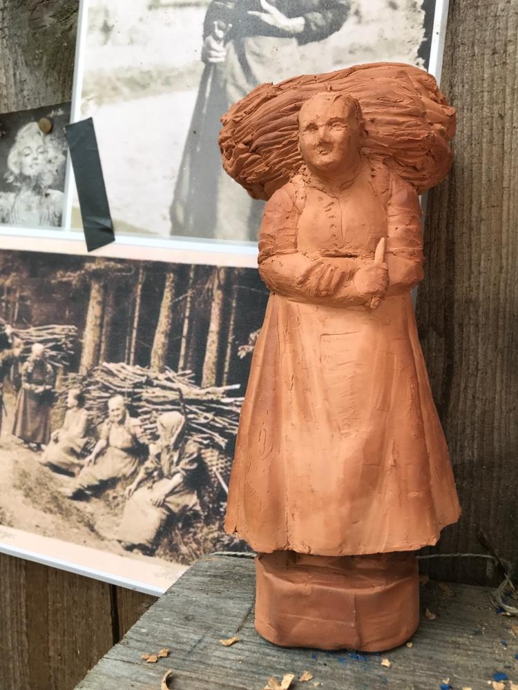 Holzsammlerin, Tonmodell für die Figurenbeute