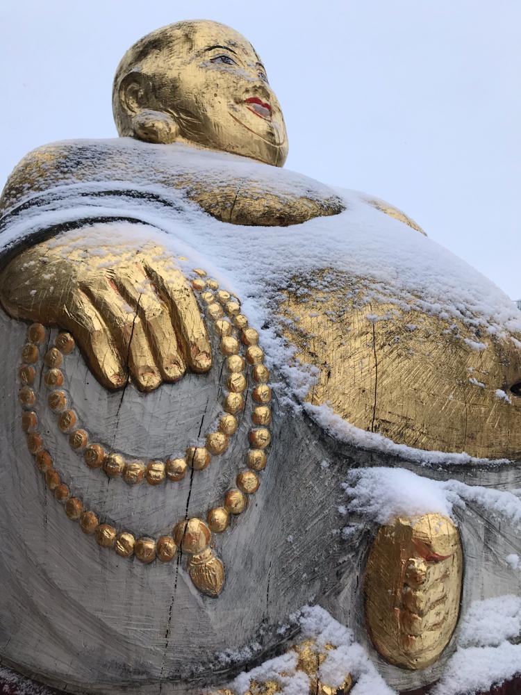 Schnee Buddha für Bienen