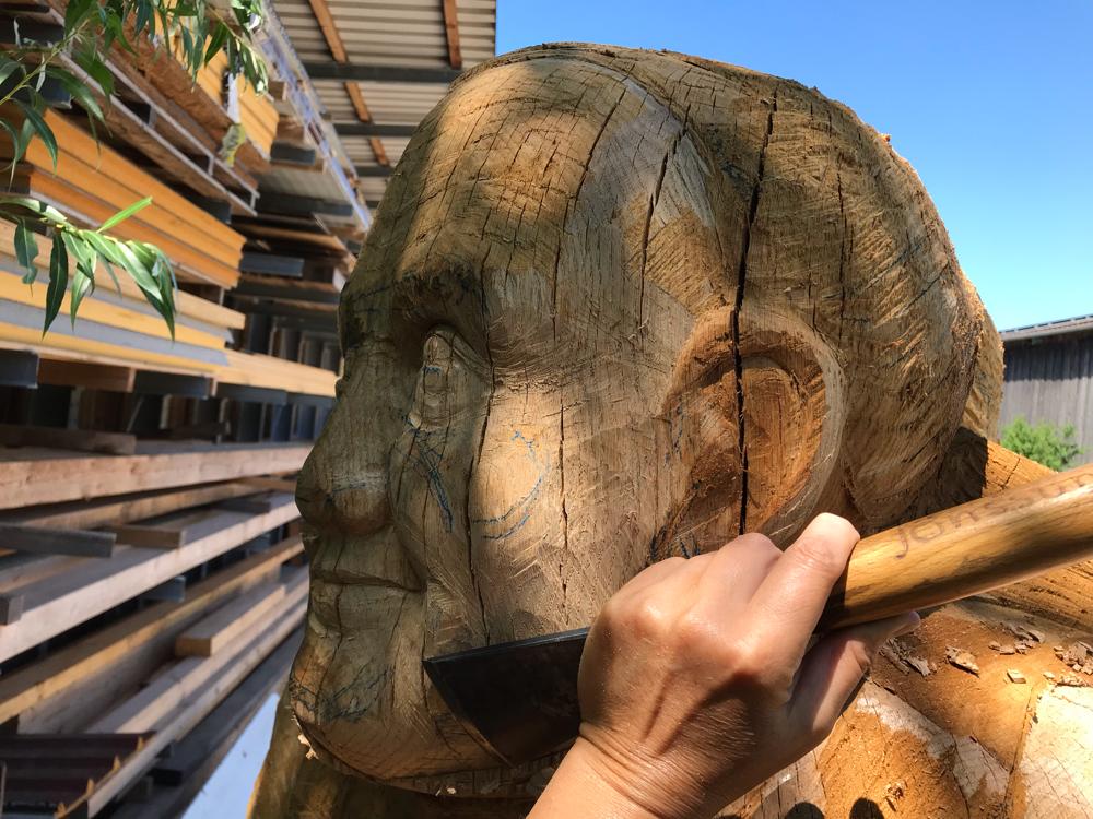 Schnitzarbeiten an der Figurenbeute Rockenbacher Bötin