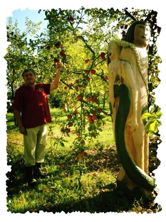 Figurenbeute Adam und Eva, Äpfel satt, Imker Hans Kastner freut sich