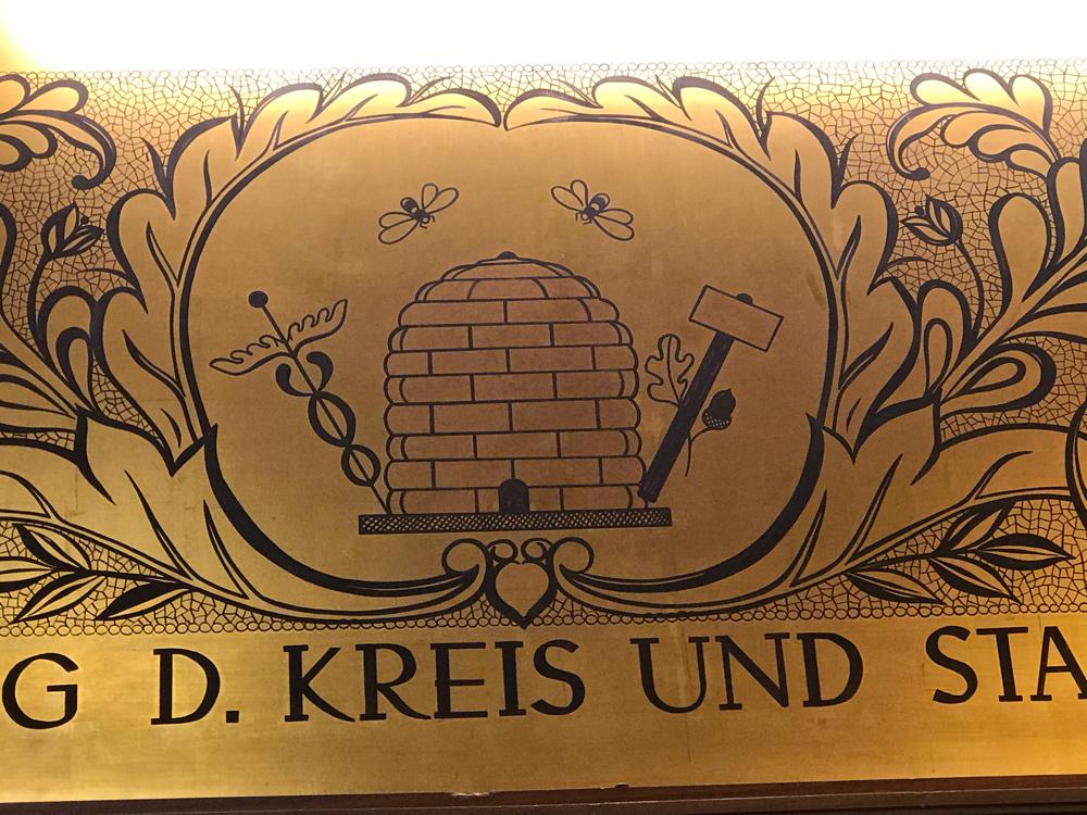 Goldener Saal, Rathaus, im Zeichen der Biene