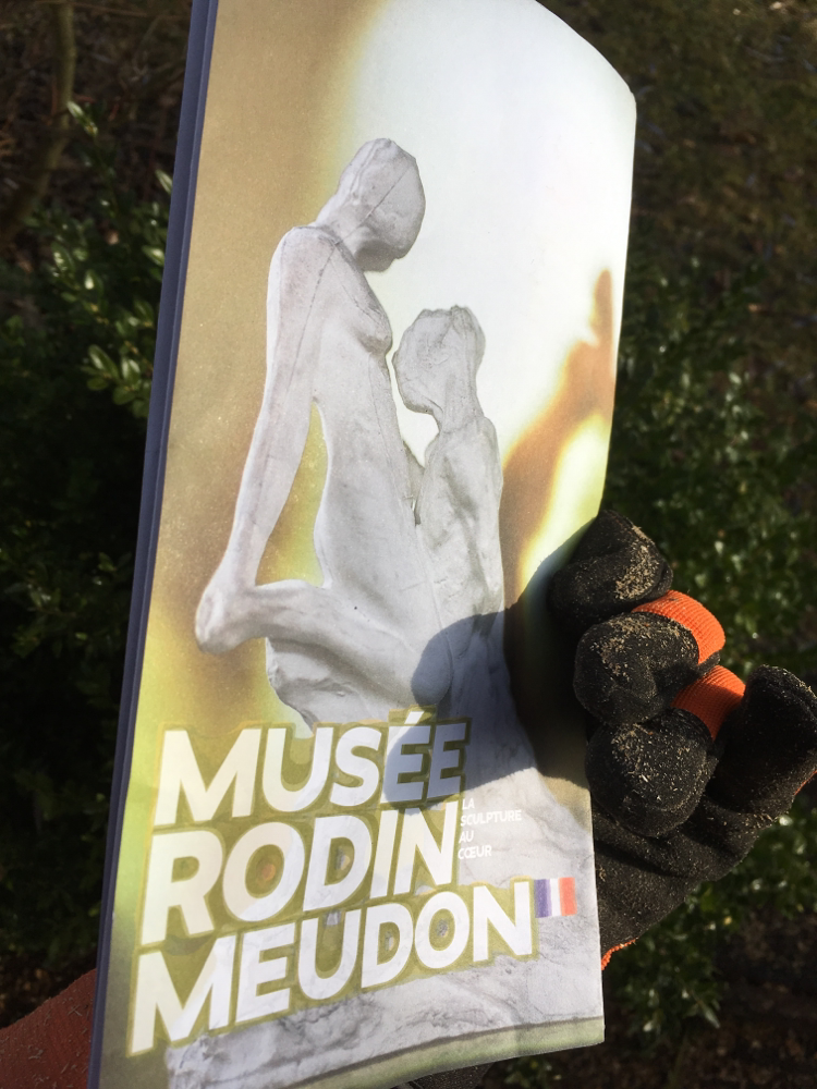 "Rückseite: Folder des Musée Rodin, ""La sculpture au cœur"""
