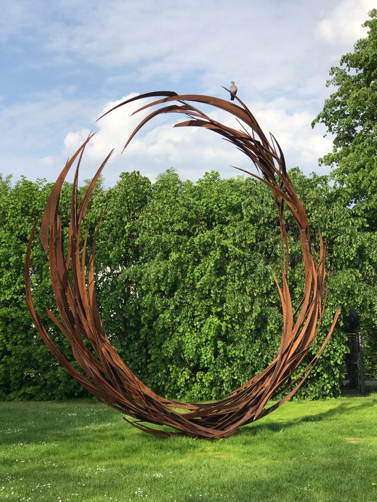Skulptur mit Taube, Nordart Rendsburg Carlshütte