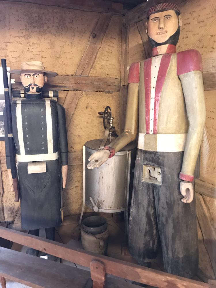 Figurenbeuten im Vogtländisches Freilandmuseum Eubabrunn