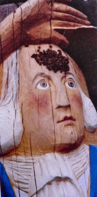 Figurenbeute J. W. v. Goethe, Deutsches Bienenmuseum, Weimar, Detail mit Flugloch