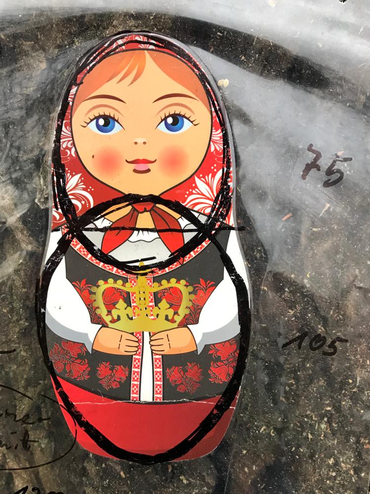 Matrjoschka, russische Puppe für Bienen in der Planung