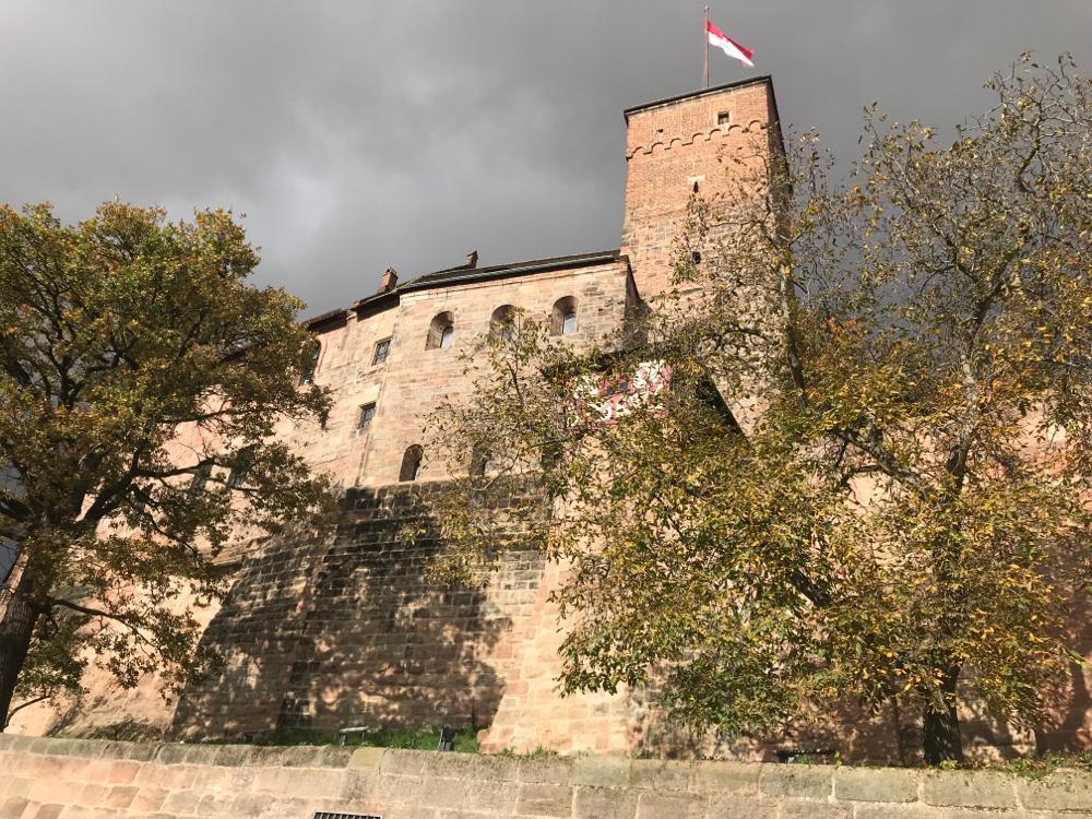 Unsere Nürnberger Burg im Herbst, das Atelier Honighäusla liegt direkt unterhalb!