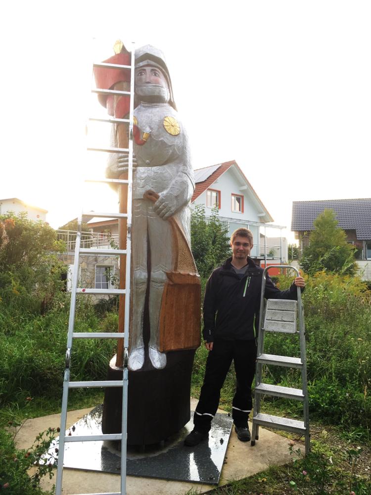 Korbacher Roland, am Rande der Korbacher Spalte, entläßt die Bienen in nahgelegenes Naturschutzgebiet und in die Bienenweide der Ausgleichsfläche