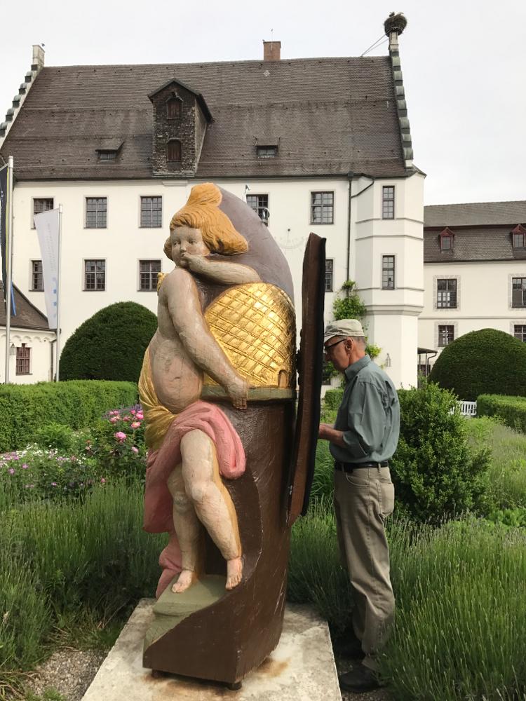 Kreisvorsitzender Walter Burger beim einlogieren des Honigschlecker-Schwarmes