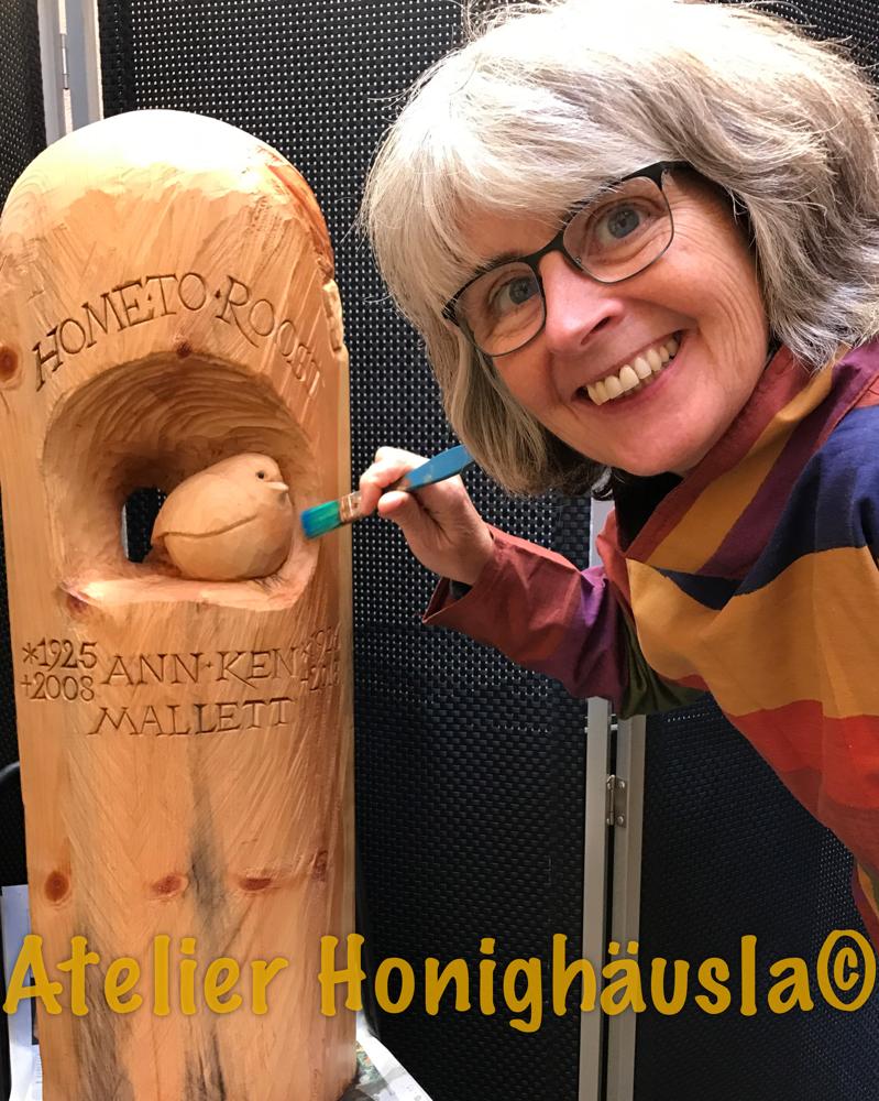 Freie Arbeit in Holz im Hof des Atelier Honighäusla