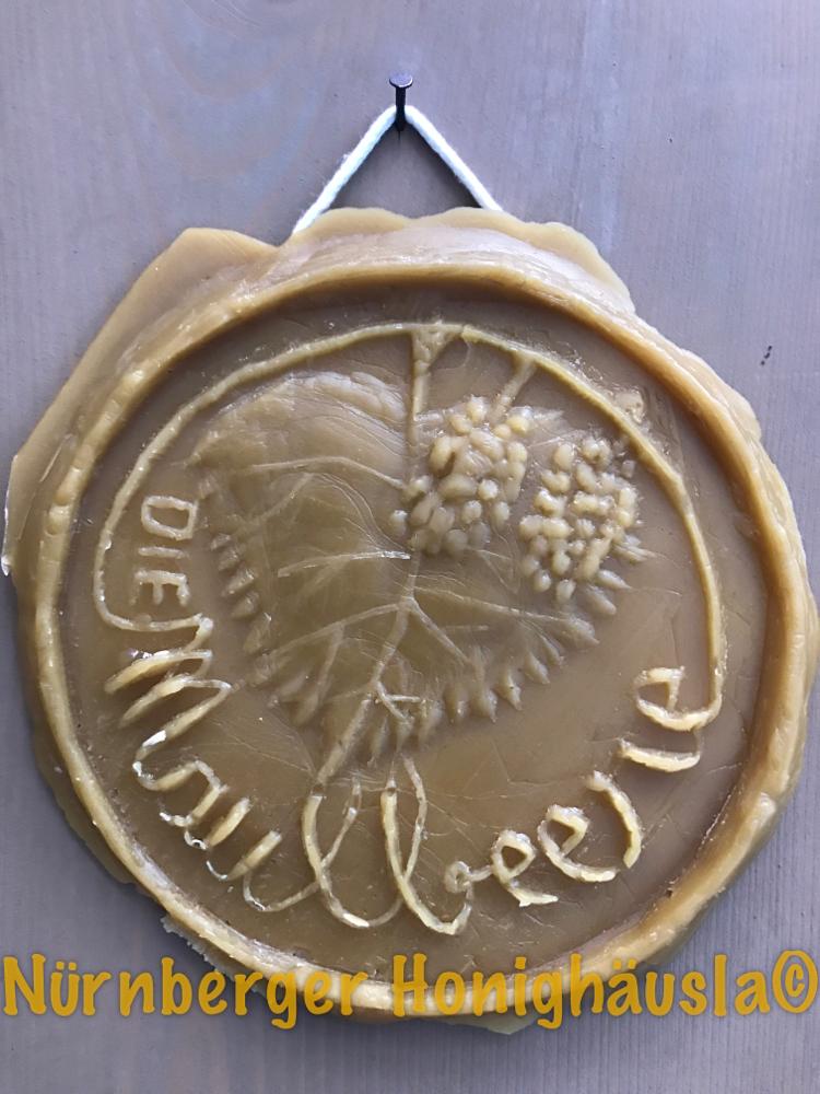 Abguss in Bienenwachs, Honiguchenmodel von Cecilie